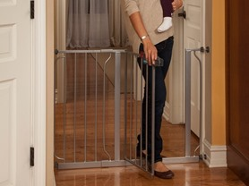 Regalo Home Décor Wide Walk-Thru Gate - Platinum