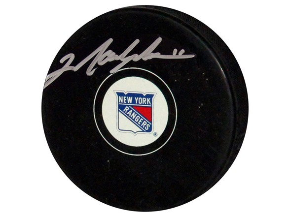 Mark Messier Rangers Signed Puck WT67668A