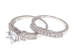 18kt White Gold Elegant Engagement Set