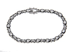 White Gold Plated SS Sim Diamond XOXO Link Bracelet