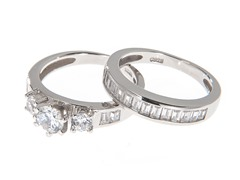 18kt White Gold Tri-Stone Engagement Set